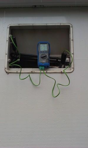 Kane Meter measuring Temperature on both sides of the fridge matrix